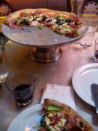 Uncle Vito's Pizzeria: Pizza (la que se equivocaron y la dejaron entera)