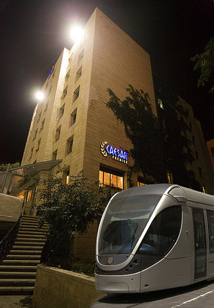 Caesar Premier Jerusalem : The Light Train neer the hotel