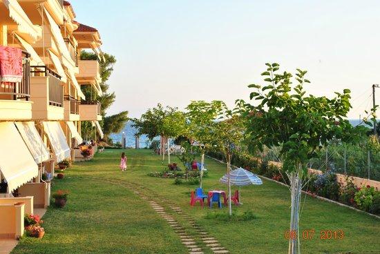Stella-Meri Studios / Apartments To Let: Garden