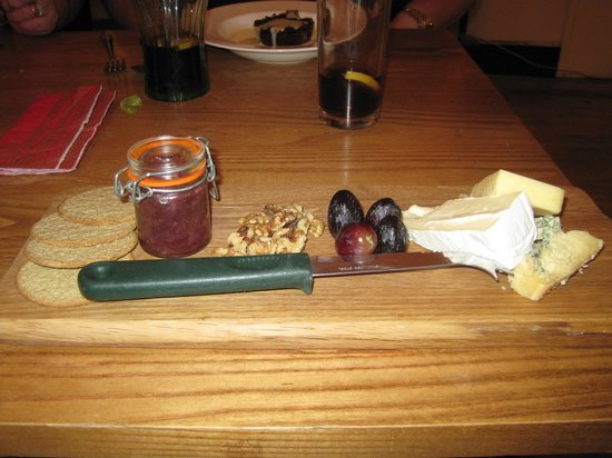 Green Goose Cafe Bistro: Cheese board
