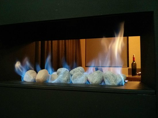 Chateau Elan Hunter Valley : Gas fireplace
