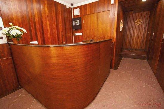 Rumah Kayu Bali: Reception Desk