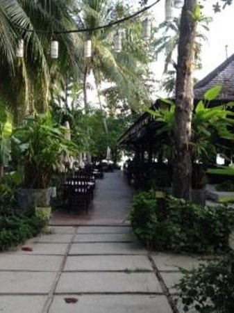 Chaweng Garden Beach Resort : Going for breakfast