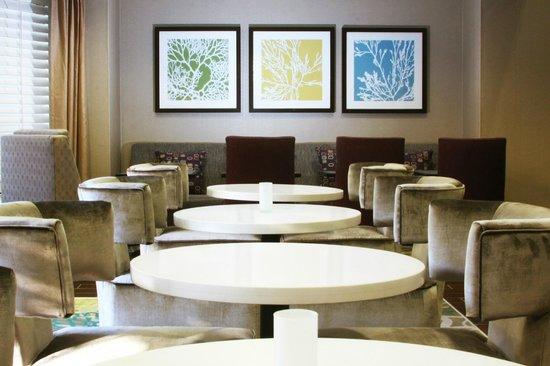 Hampton Inn & Suites Fort Myers Beach / Sanibel Gateway: Breakfast Lounge