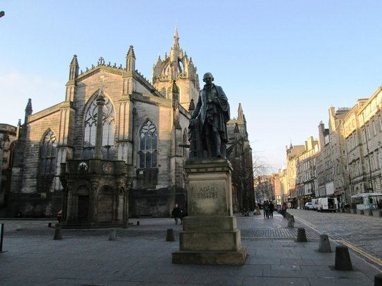 Milla Real: Adam Smith Statue and St Giles Cathedral