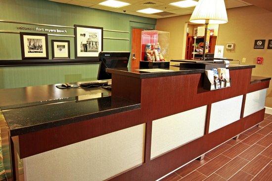 Hampton Inn & Suites Fort Myers Beach / Sanibel Gateway: Front Desk