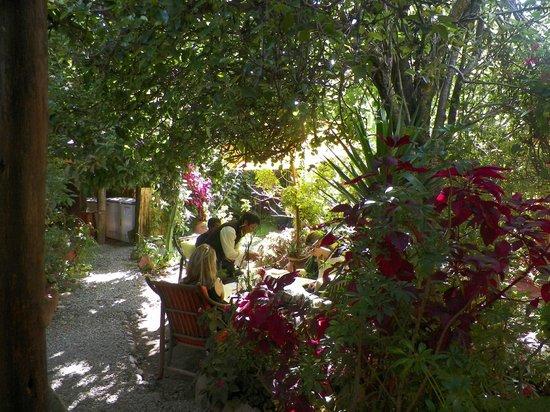 El Huacatay: Outdoor Dining