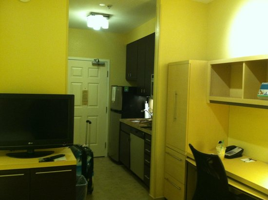 TownePlace Suites Phoenix Goodyear: Kitchenette
