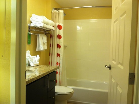TownePlace Suites Phoenix Goodyear: Bath