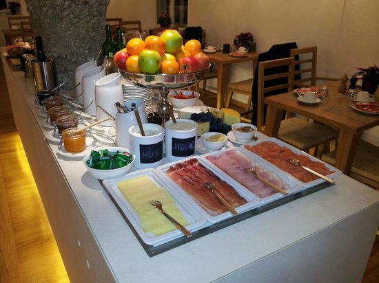 Hotel Amadeus: Cold meats, cold cheeses, all cold and fresh