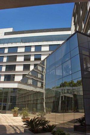 Park Hyatt Mendoza: Vista del hotel desde un patio interno