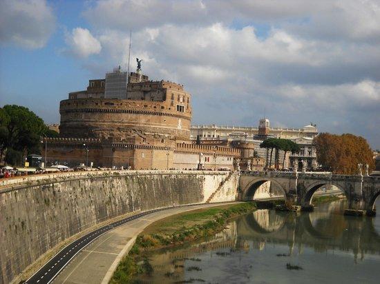 Ponte Sant'Angelo : Vue du Pont et du Chateau St Ange