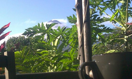 Hotel Kokoro Arenal: View of volcano from breakfast area