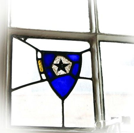 The Horse & Stables Hostel: Stained glass windows