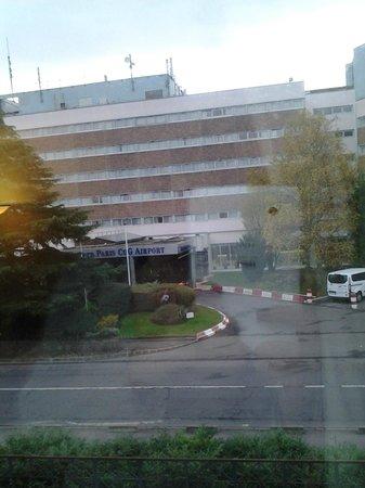 Millennium Hotel Paris Charles de Gaulle : вид из одного окна номера