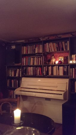 Antikvariatet : The interior furnished with books.