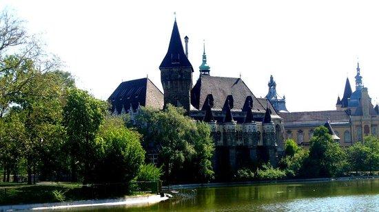 Varosliget: Vajdahunyad castle