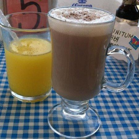 CAFE BAHIA: Homemade tasty chai tea and fresh OJ!