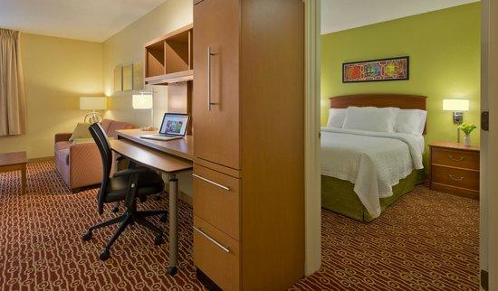 TownePlace Suites Cincinnati Northeast: One Bedroom Suite