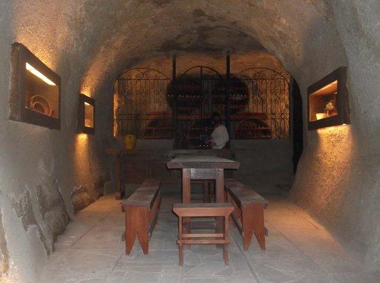 Hotel Rural San Miguel : винный подвал