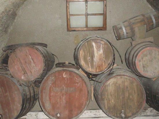 Hotel Rural San Miguel : винный погреб