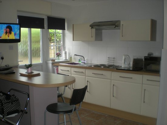 Waterways Cottage: This is the kitchen area