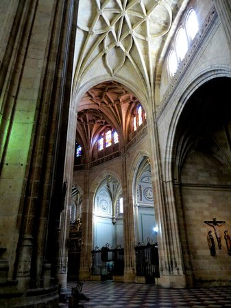 Trapsatur Day Tours: Segovia cathedral