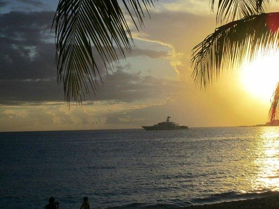 The Azure Hotel: Sunset on Simpson Bay near Azure