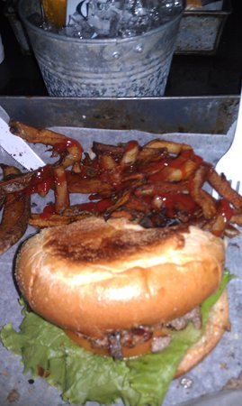 El Jefe Burger Shack: Regular 1/3 lb burger w/mushrooms