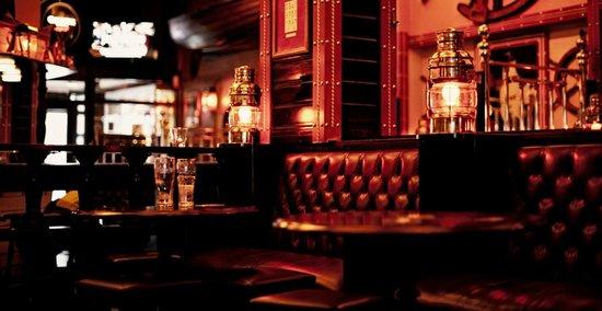 Nelson Pub: Pub