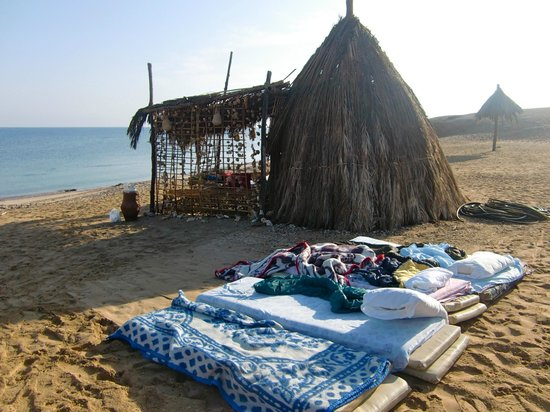 Ecolodge Rocky Valley: Sleeping on the beach next to the 'honeymoon hut'