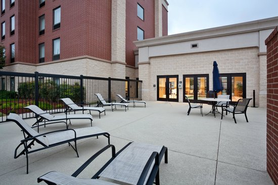 Hampton Inn and Suites - Dallas Allen: Outdoor Patio
