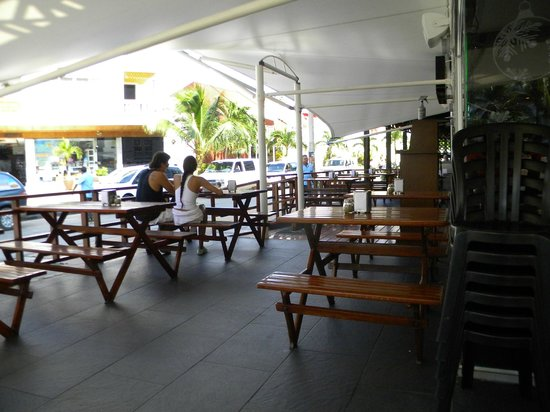 CafeCafe Since 1992: al fresco dining with nice shade