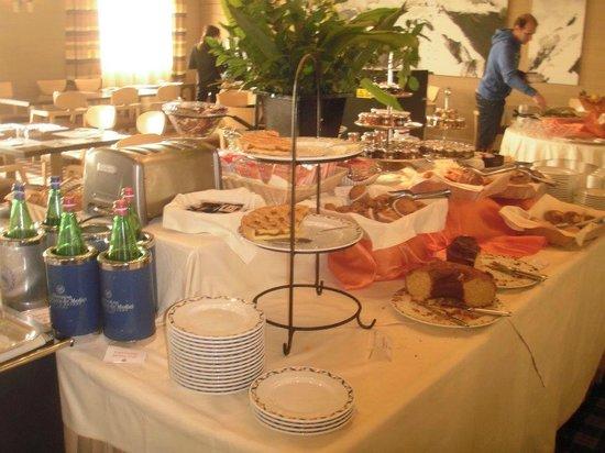 Sheraton Parco de' Medici Rome Hotel : the breakfast spread...