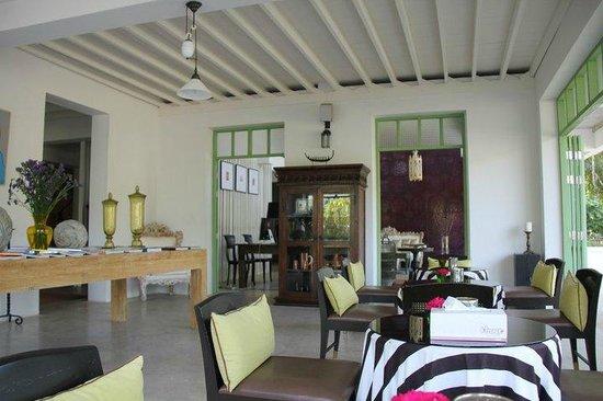 Hotel Des Artists: Rest area