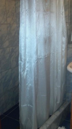 Hostal Varayoc : Shower in room 305
