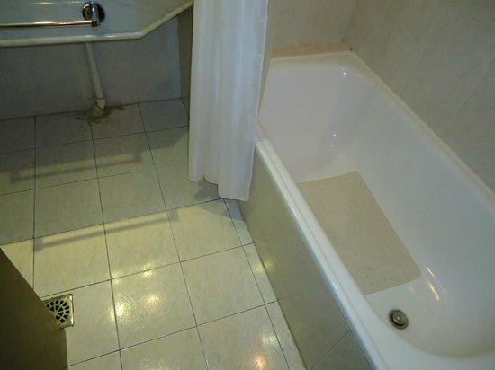 Palladium Business Hotel: Banheiro
