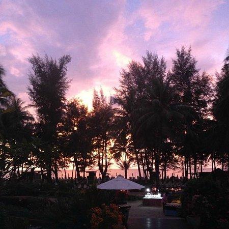 Dusit Thani Laguna Phuket: Sunset looking out from the lobby