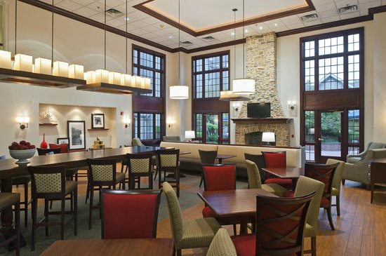 Hampton Inn and Suites Bethlehem: Lobby Area