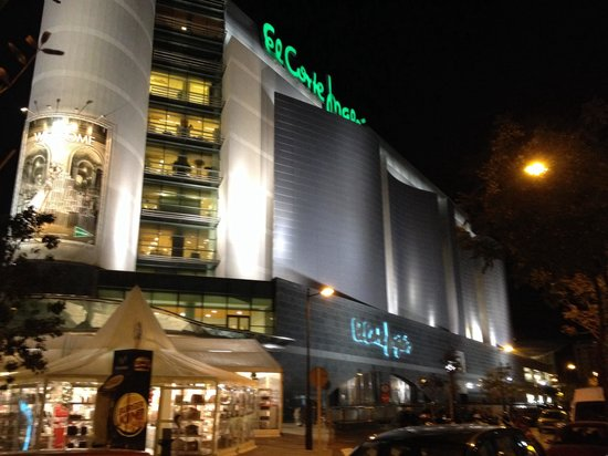 Tryp Valencia Oceanic Hotel: El corte ingles right next to the hotel! Super location!