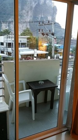 Pranang Flora House : balcony