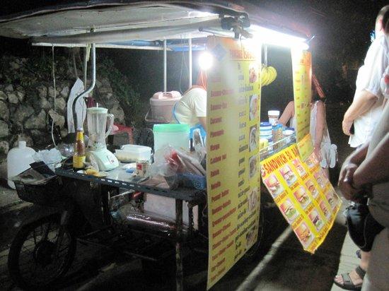 Pranang Flora House : The pancake and fruit shake stall