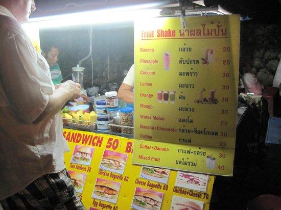Pranang Flora House : the same pancake n fruit shake stall