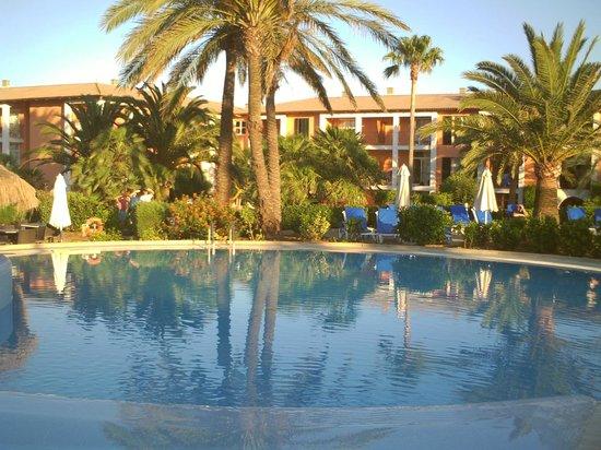Blau Colonia Sant Jordi Resort & Spa: Piscina