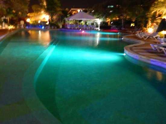 Coco Palm Resort: The Pool at Night