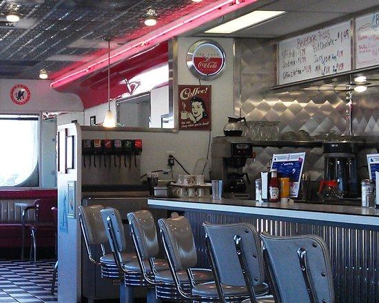Oak Tree Inn - Fremont: Penny's Diner Counter