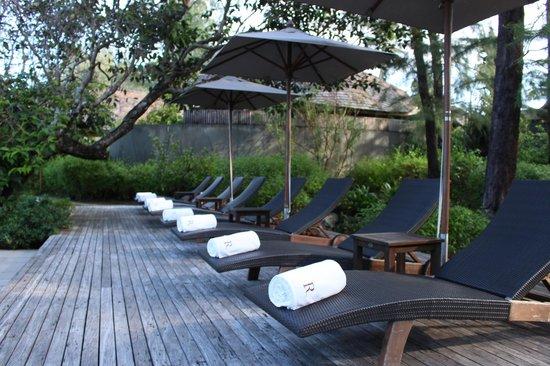 Renaissance Phuket Resort & Spa: By the pool