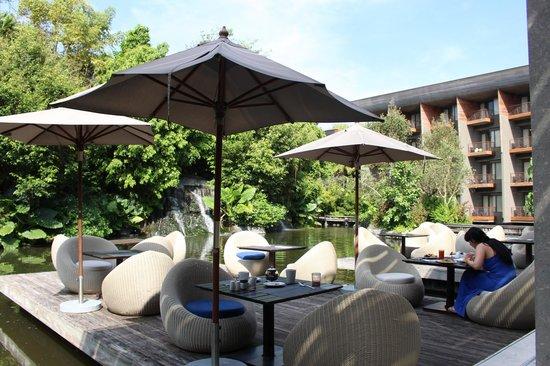 Renaissance Phuket Resort & Spa: Breakfast Area (below lobby)