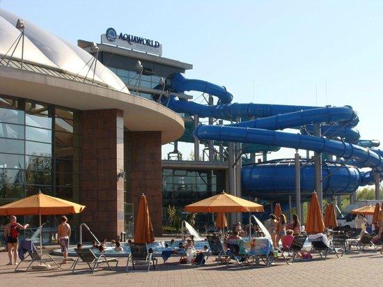Aquaworld Resort Budapest: Tobogãs do parque aquático