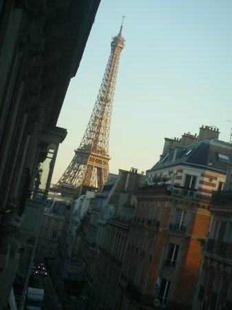 Hotel Elysees Union: Lean out of the window & see the Eiffel Tower to the right!